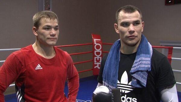 Дмитрий Чудинов устроил спарринг с братом на открытой тренировке в Москве