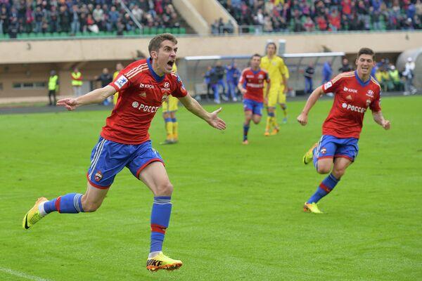 Нападающий ЦСКА Константин Базелюк радуется забитому голу