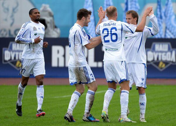 Футболисты Волги Леандро, Милан Родич и Петр Польчак (слева направо)