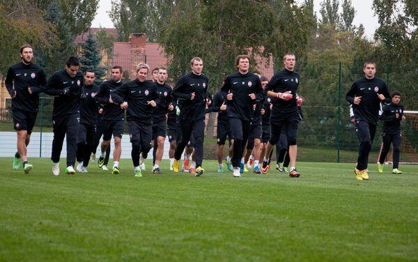 Футболисты ФК Шахтер во время тренировки