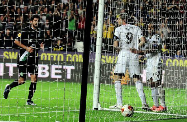 Игровой момент матча Суонси Сити - Санкт-Галлен