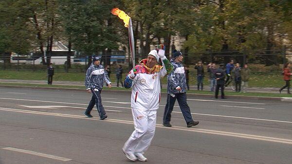 Вице-президент P&G пробежал с олимпийским факелом по Москве