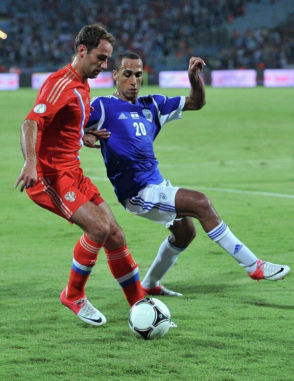 Роман Широков (слева) в матче сборных России и Израиля