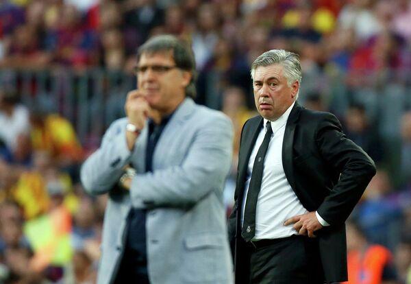 Главный тренер Реала Карло Анчелотти (справа) и главный тренер Барселоны Херардо Мартино