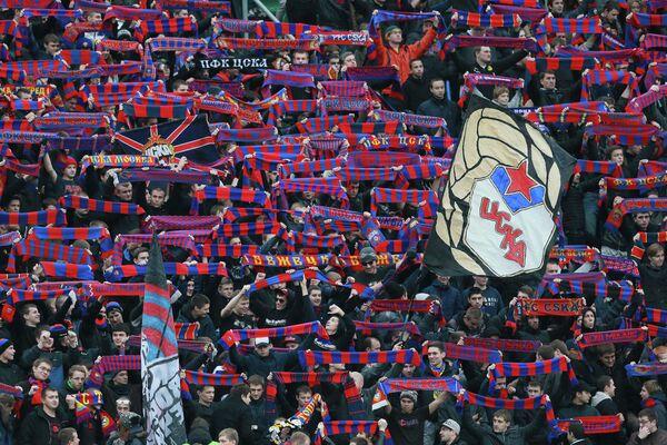 Болельщики ФК ЦСКА поддерживают свою команду