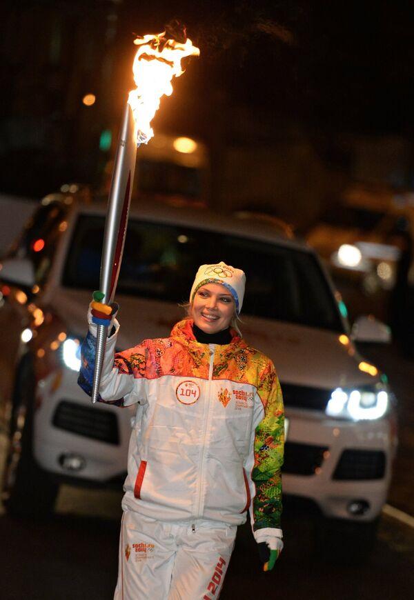 Российская актриса Татьяна Арнтгольц во время эстафеты олимпийского огня в Калининграде