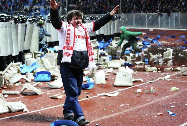 Болельщики, устроившие беспорядки на стадионе в Ярославле