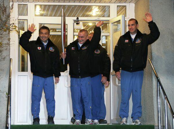 Члены экипажа ТПК Союз ТМА-11М: астронавт ДжАКСА Коичи Ваката, космонавт Роскосмоса Михаил Тюрин и астронавт НАСА Рик Мастраккио (слева направо)