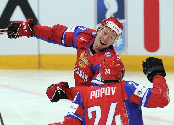 Нападающий сборной России Александр Пережогин и нападающий сборной России Александр Попов (слева направо)