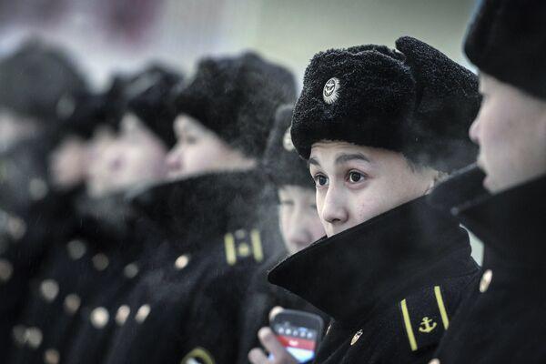 Военнослужащие ВМФ России во время эстафеты олимпийского огня в Якутске