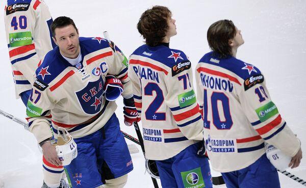 Игроки ХК СКА Илья Ковальчук, Артемий Панарин и Виктор Тихонов (слева направо)