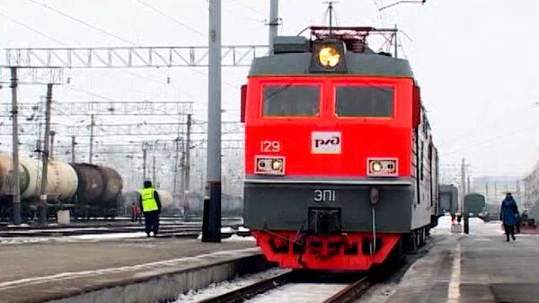 Огонь ОИ прибыл в Хабаровск на раскрашенном в цвета эстафеты спецпоезде