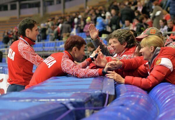 Виктор Ан и Владимир Григорьев (слева направо). Справа - Андрей Максимов
