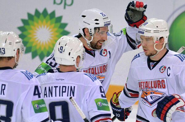 Игроки ХК Металлург Ян Коварж, Виктор Антипин, Данис Зарипов и Сергей Мозякин (слева направо)