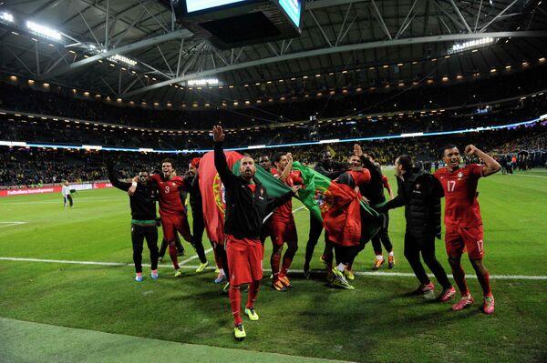 Футболисты сборной Португалии радуются выходу на чемпионат мира 2014 года