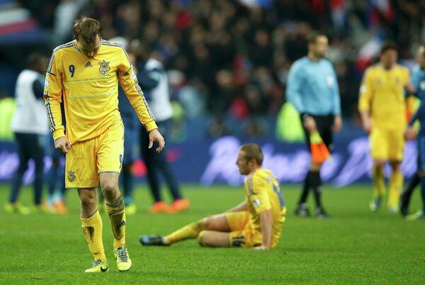 Полузащитник сборной Украины Олег Гусев после поражения от французов