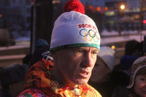 Замминистра МВД Александр Горовой пронес олимпийский факел по Красноярску