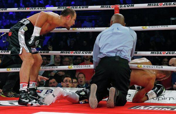 Российский боксер Сергей Ковалев нокаутировал украинца Исмаила Силлаха.