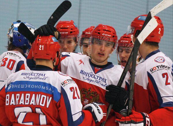 Игроки сборной России Андрей Василевский, Александр Барабанов, Павел Бучневич и Никита Трямкин (слева направо на первом плане)