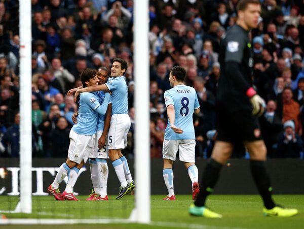 Футболисты Манчестер Сити празднуют гол