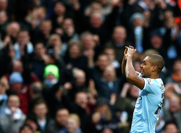 Фернандиньо празднует гол в ворота Арсенала