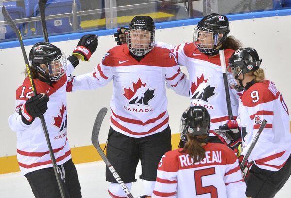 Хоккеистки женской сборной Канады