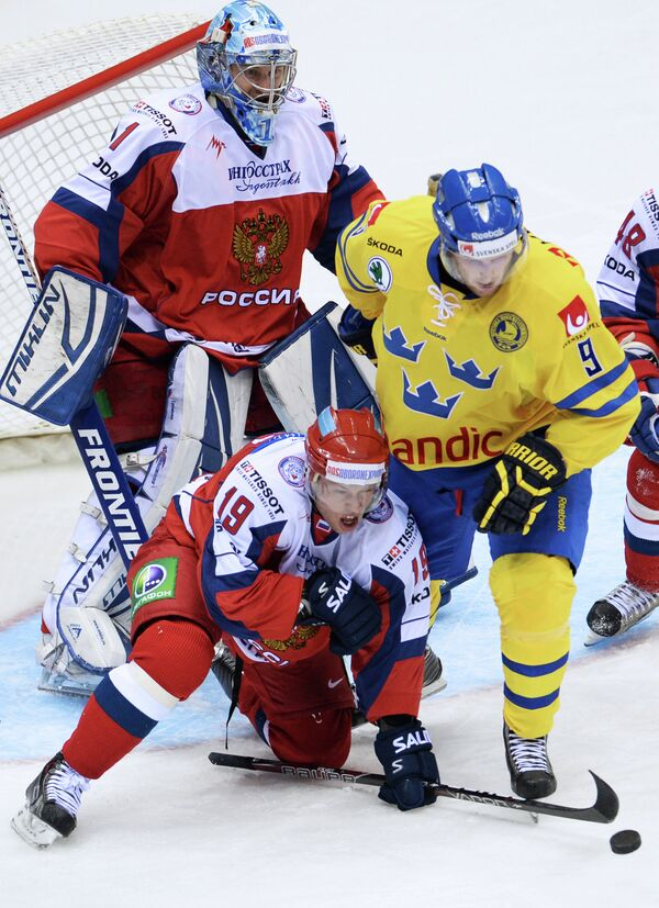 Никлас Андерсен (справа) в матче Евротура против сборной России