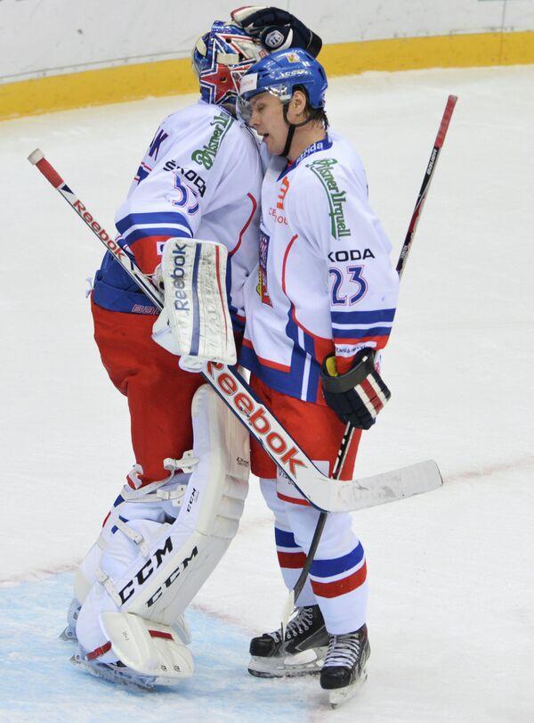 вратарь Александр Салак (Чехия) и Ондржей Немец (Чехия)