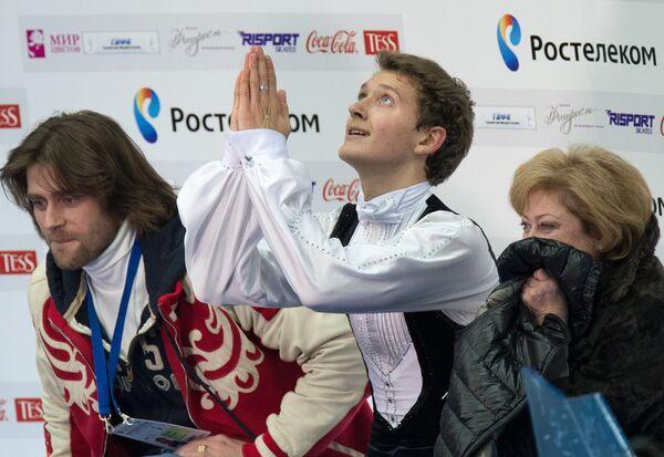 Максим Ковтун (в центре)