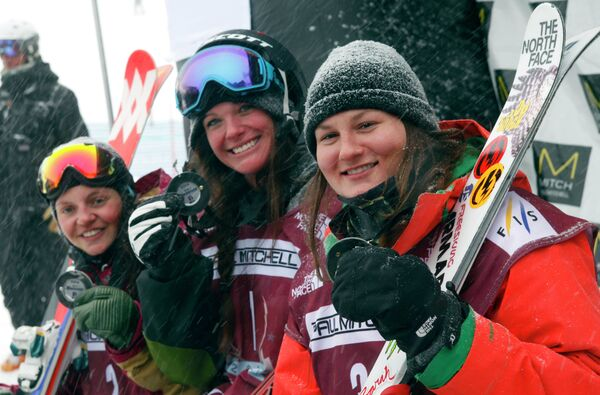 Эмма Дальстрём, Кери Херман и Девин Логан (слева направо)