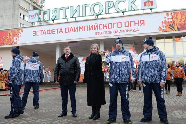 Встреча олимпийского огня на железнодорожном вокзале Пятигорска