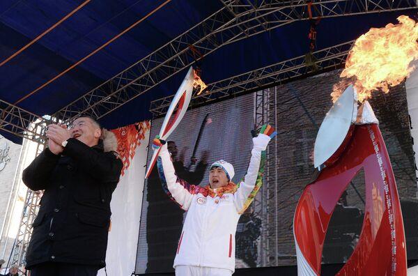 Алексей Орлов (слева) и заслуженный мастер спорта по греко-римской борьбе Мингиян Семенов