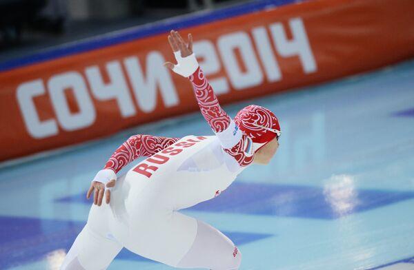 Ольга Фаткулина (Россия) во время пробных соревнований по конькобежному спорту
