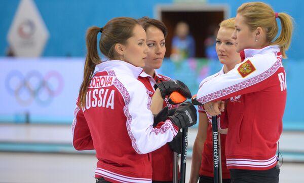 Женская сборная России по керлингу: Анна Сидорова, Екатерина Галкина, Александра Саитова и Маргарита Фомина (слева направо)