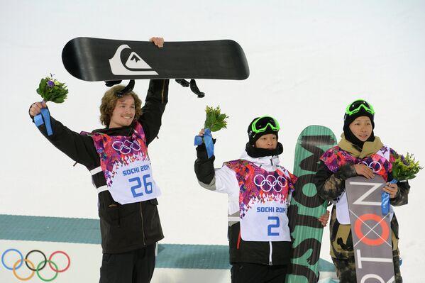Юрий Подладчиков, Аюми Хирано и Таку Хираока (слева направо)