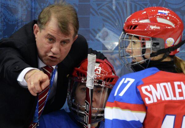 Слева: главный тренер женской сборной России по хоккею Михаил Чеканов