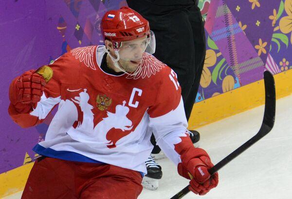 Автор первой шайбы в матче хоккейных сборных России и США форвард российской команды Павел Дацюк