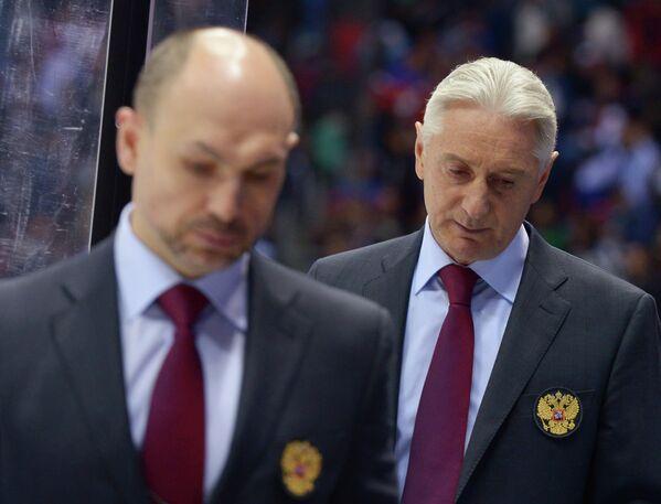 Слева направо: тренер Дмитрий Юшкевич и главный тренер Зинэтула Билялетдинов (Россия)