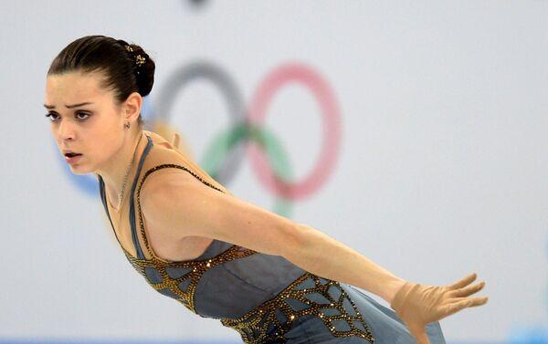 Аделина Сотникова (Россия) выступает в произвольной программе женского одиночного катания