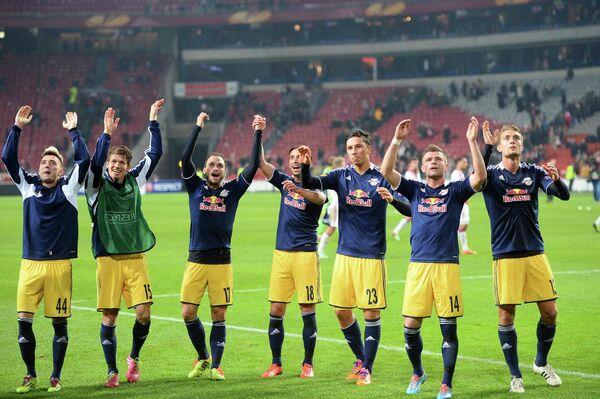 Футболисты Зальцбурга радуются победе над Аяксом
