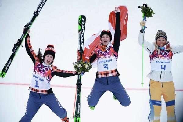 Келси Серва, Мариэль Томпсон и Анна Холмлунд (слева направо)