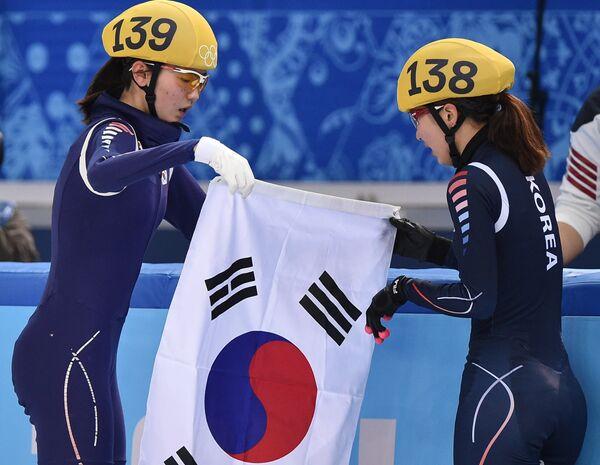 Сим Сук Хи и Пак Сын Хи (слева направо)