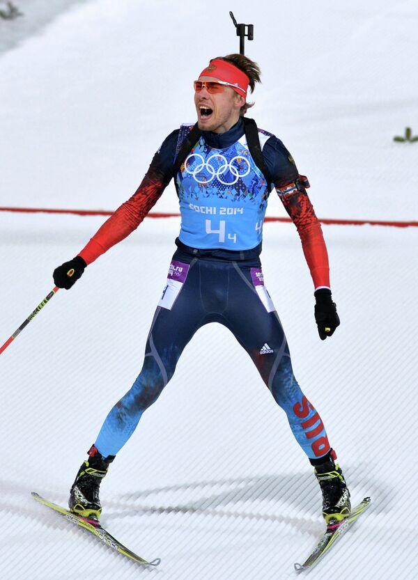 Антон Шипулин (Россия) на финише эстафетной гонки в соревнованиях по биатлону среди мужчин