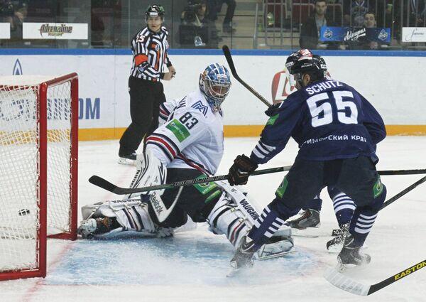 Игровой момент матча Адмирал - Металлург (Магнитогорск)