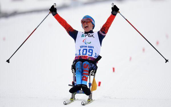 Светлана Коновалова (Россия) на финише гонки на длинной дистанции в классе LW 10-12 (сидя)