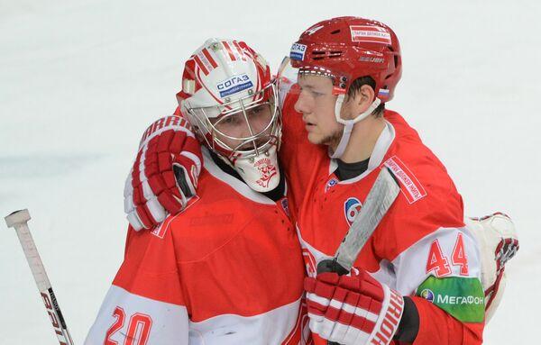 Евгений Кулик (справа)