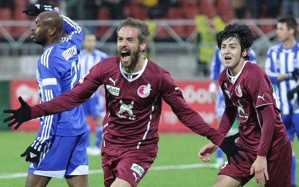 Нападающий ФК Рубин Марко Девич радуется забитому голу в ворота Волги