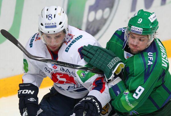 Игровой момент матча Салават Юлаев - Торпедо