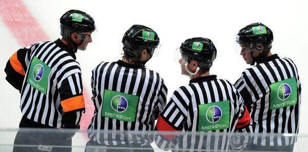 Хоккейные арбитры