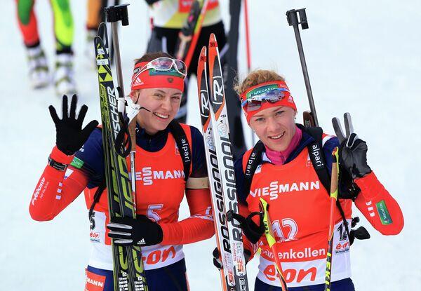 Российские биатлонистки Ольга Вилухина и Ольга Зайцева (слева направо)